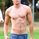 zac-shirtless