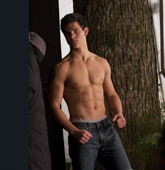 Latest Taylor Lautner Photo for New Moon reveals perfect abs