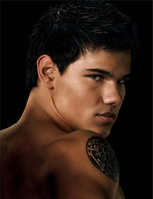 taylor-lautner-new-moon-shirtless-tattoo