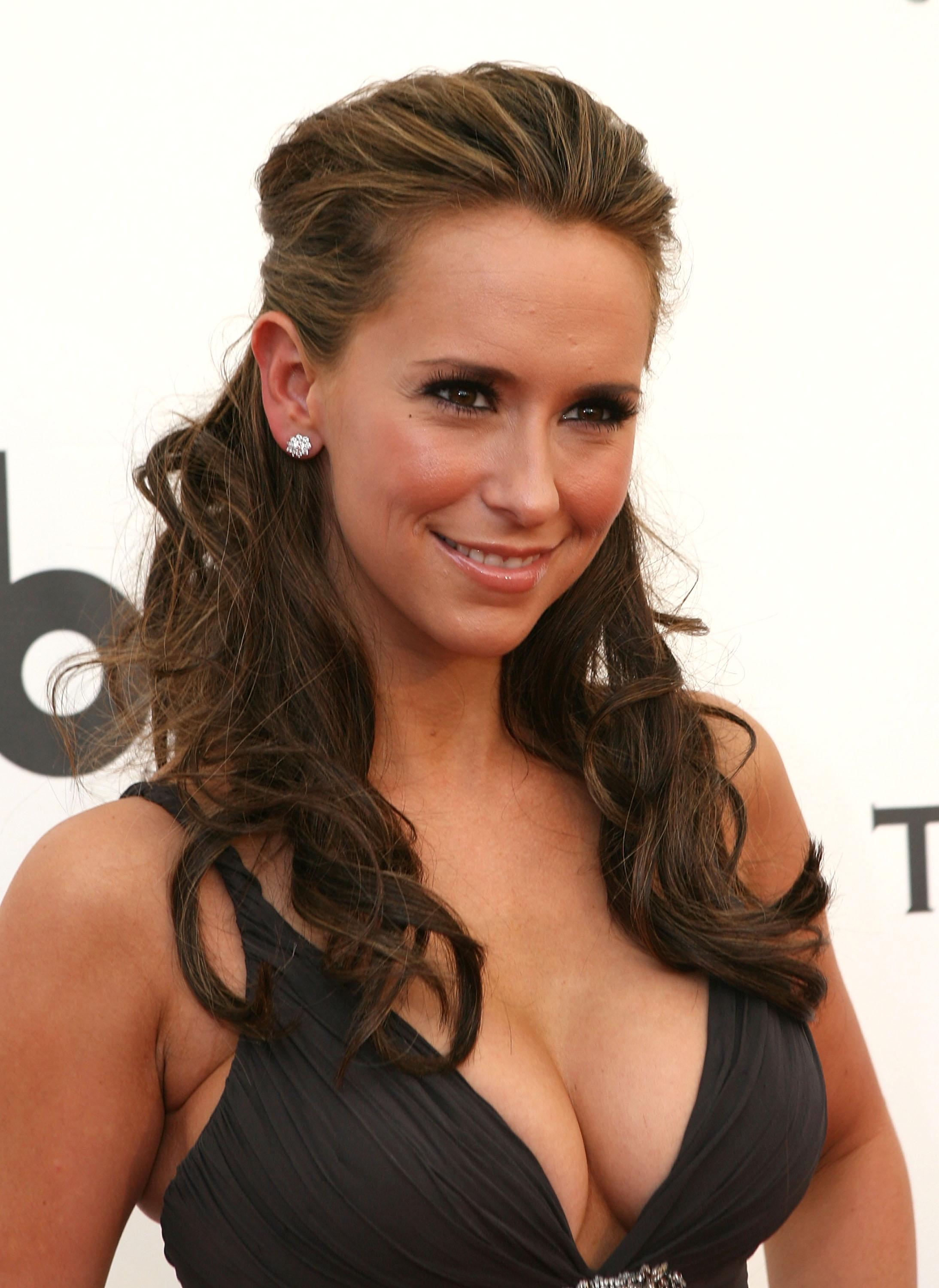 Jennifer Love Hewitt sexy news