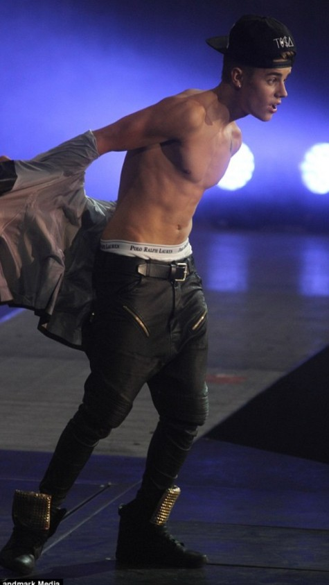 justin_bieber_shirtless4