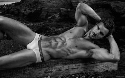 under_Thom_Evans_Obsession_No_2_by_Daniel_Jaems_10-thumb-500x313-9449